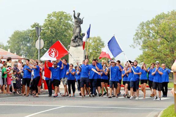 La délégation française lors de la parade de l'EPF 2016 en Lettonie